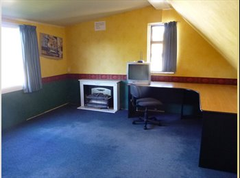 NZ - Large private room over garage, Palmerston North - $95 pw