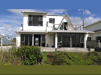 NZ - Absolute beachfront A-frame room with balcony over sea, Tauranga - $230 pw
