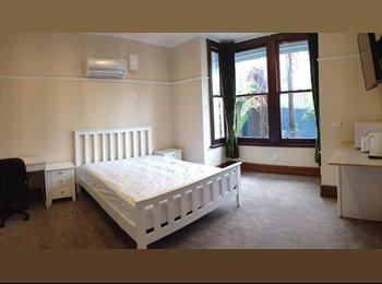 NZ - Modern Luxury , Dunedin - $240 pw