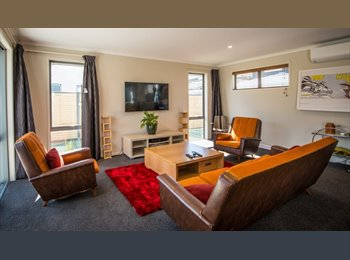 NZ - 6 Coventry Cresent Villa, Queenstown - $250 pw
