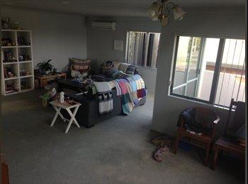 NZ - Double Room, Sunny outlook over hills., Tauranga - $250 pw