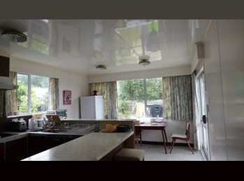 NZ - house in nice quet area, and lovely veg and flower garden, Wellington - $150 pw