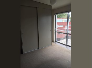 1 double room available in modern Khandallah flat