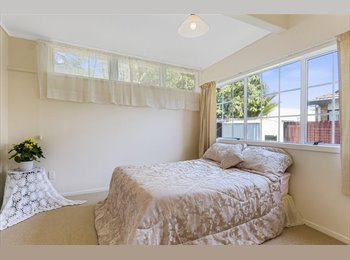 NZ - Central Avenues Location - Large, Sunny, Rennovated Home, Tauranga - $180 pw