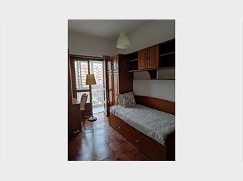 Three room apartment close to Est. Luz