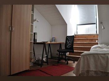 SUNNY room + balcony in Baixa / Campo das Cebolas