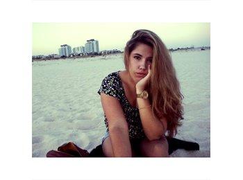 Ariana - 18 - Profissional