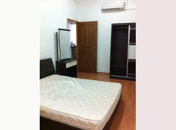 SPACIOUS ROOM NEAR PAYA LEBAR MRT, IMMEDIATE !