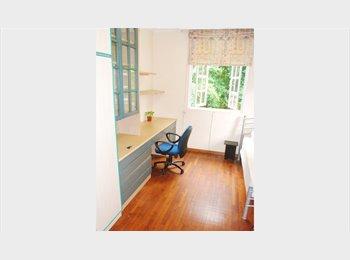 Nice Bright Room, Garden House, Short Walk to MRT!