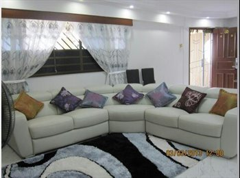 2 airconditioned  Common room available for rent.