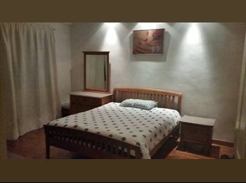 Big master room with private ensuite bathroom &MRT nearby