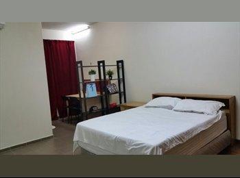 Spacious Master Room with Bathroom Near Bugis Area.