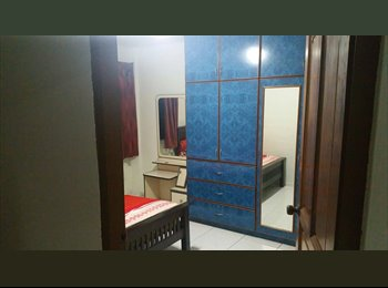 EasyRoommate SG - Common room  - Chinatown, Singapore - $950 pcm