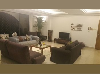 Large bedroom with ensuite bathroom, 5min from Somerset MRT...