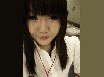 Vivian - 18 - Student