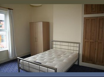EasyRoommate UK - Extra large room in Luxury Houseshare Stockport - Heaviley, Stockport - £400 pcm