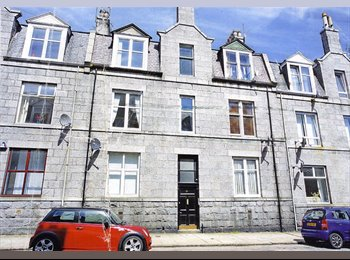EasyRoommate UK - Room in immaculate 2 bed flat for rent, Aberdeen - £350 pcm