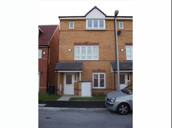 EasyRoommate UK -  house to rent 3 beds,3x bathroom,2xlounge,kitchen £795 - Walkden, Salford - £795 pcm