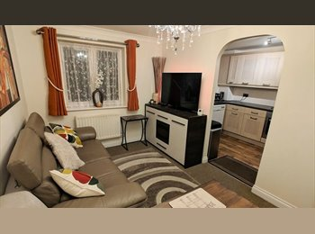 EasyRoommate UK - Double EN-SUITE furnished luxury room ALL BILLS INCLUDED! - Swindon Town Centre, Swindon - £525 pcm
