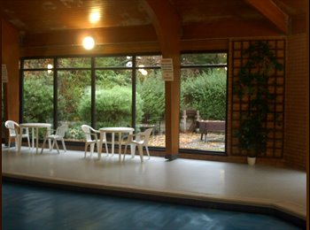 Flatshare with swimming pool and carport