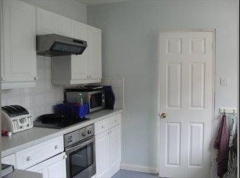 EasyRoommate UK - Quiet professional house share - Farnborough, Hart and Rushmoor - £400 pcm