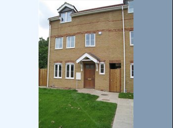 EasyRoommate UK - PE2 Fletton, New Double Room, Furnished, Wifi - Old Fletton, Peterborough - £400 pcm