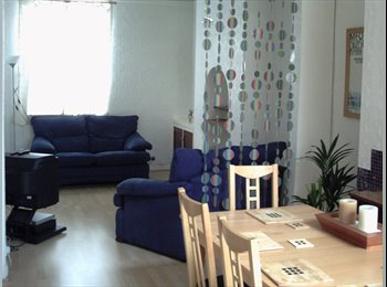 Large double room availlable in modernised house share
