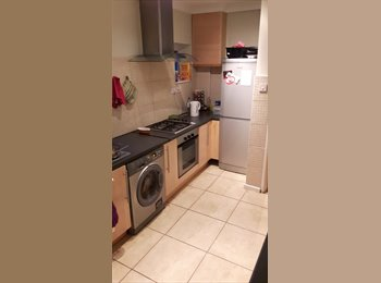 EasyRoommate UK - Large room in sheared house ideal for mature student or professional - Loughborough, Loughborough - £340 pcm