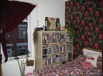 EasyRoommate UK - Mon-Fri let - Large double room in quiet, friendly house, Stockport - £280 pcm