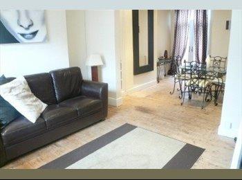EasyRoommate UK - Lovely modern 2 bed terrace in Rusholme, Moss Side - £325 pcm
