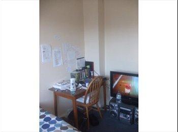 Large Single Room in shared house for Female Hainault tube...