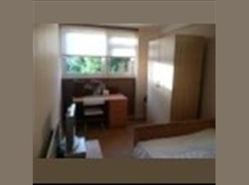 EasyRoommate UK - Large double room available in SW11 flat-share! - Battersea, London - £700 pcm