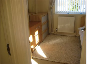 EasyRoommate UK - large single room, Lingfield - £360 pcm