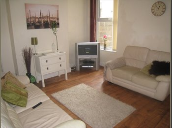 EasyRoommate UK - 5 Bed Student House, Kensington Fields, Kensington - £325 pcm