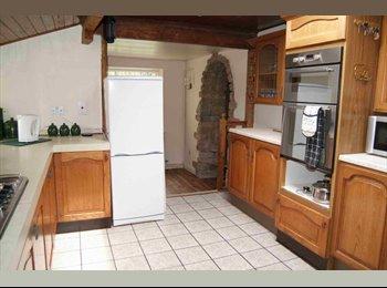 EasyRoommate UK - Walton cross cottage hudds - Huddersfield, Kirklees - £275 pcm