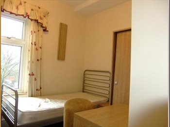 EasyRoommate UK - A HUGE Double bedroom with all bills included - Newton, Chester - £430 pcm