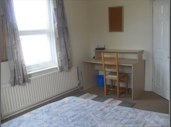 EasyRoommate UK - LAST TWO STUDENT ROOMS, WINTON Viewings TODAY - Winton, Bournemouth - £370 pcm