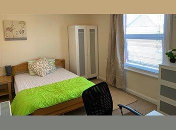 EasyRoommate UK - URGENT: Huge ensuite double room in fab houseshare, SN1 26 Nov £460, Swindon - £460 pcm