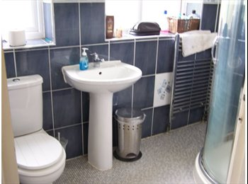 EasyRoommate UK - Stockport - bright spacious double room - Gatley, Stockport - £350 pcm