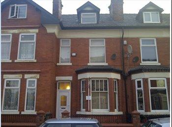EasyRoommate UK - Double room - spacious houseshare - Weaste, Salford - £295 pcm
