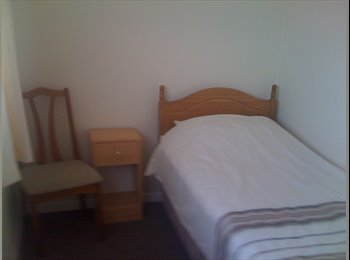EasyRoommate UK - SINGLE ROOM IN A SHARED HOUSE, Newbury - £320 pcm