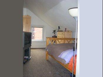 EasyRoommate UK - Bolton –  1-bed Flat (part BILLS inc.) - Bolton, Bolton - £320 pcm