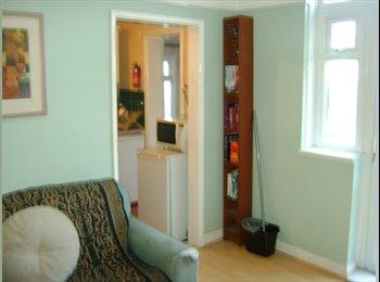 Double Room. 2 MINS - BURGESS RD UNI