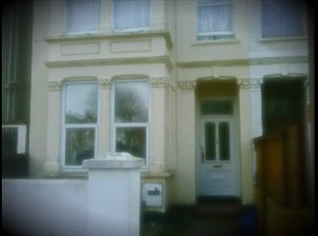 EasyRoommate UK - studio flat, york road, 5 mins walk to town and train station - Southend-on-Sea, Southend-on-Sea - £400 pcm