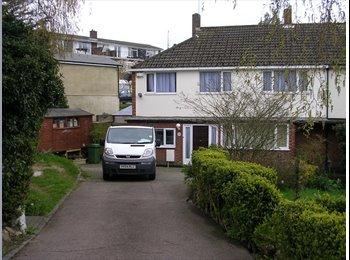 EasyRoommate UK - Maidstone, off Sittingbourne Road, professional house share. 15 minute walk to town. - Maidstone, Maidstone - £415 pcm