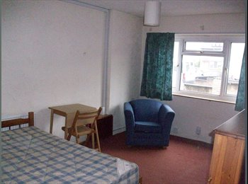 Large single occupancy room in Headington