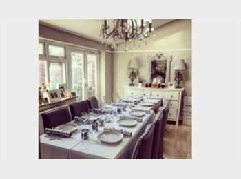 Large Double Bedroom with private lounge in lovely house w...