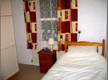 EasyRoommate UK - WESTCLIFF-ON-SEA - SINGLE COSY ROOM AVAILABLE, Westcliff-on-Sea - £348 pcm