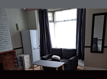 EasyRoommate UK - DOUBLE ROOM AVAILABLE IN BARWELL, NEAR HINCKLEY - Barwell, Leicester - £280 pcm