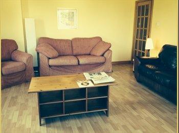 King size en suite room+study-modern Aberdeen flat